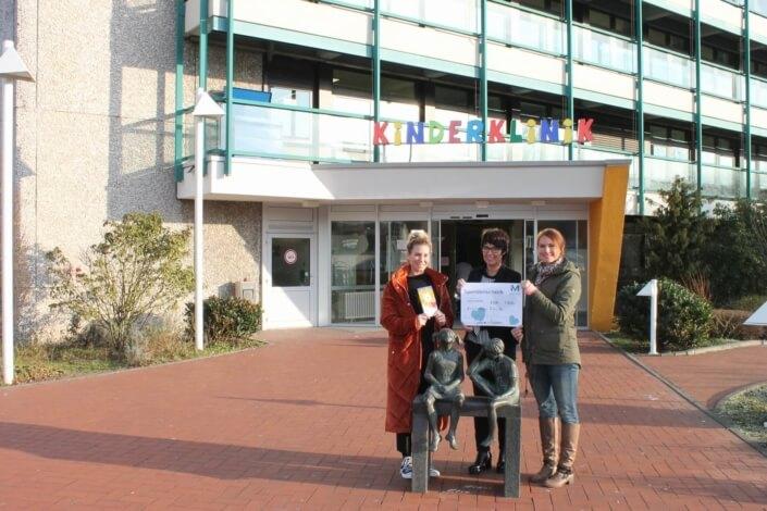 Robin-Hood-Projekt_Mplus-Mitarbeiter-spenden-3000-Euro