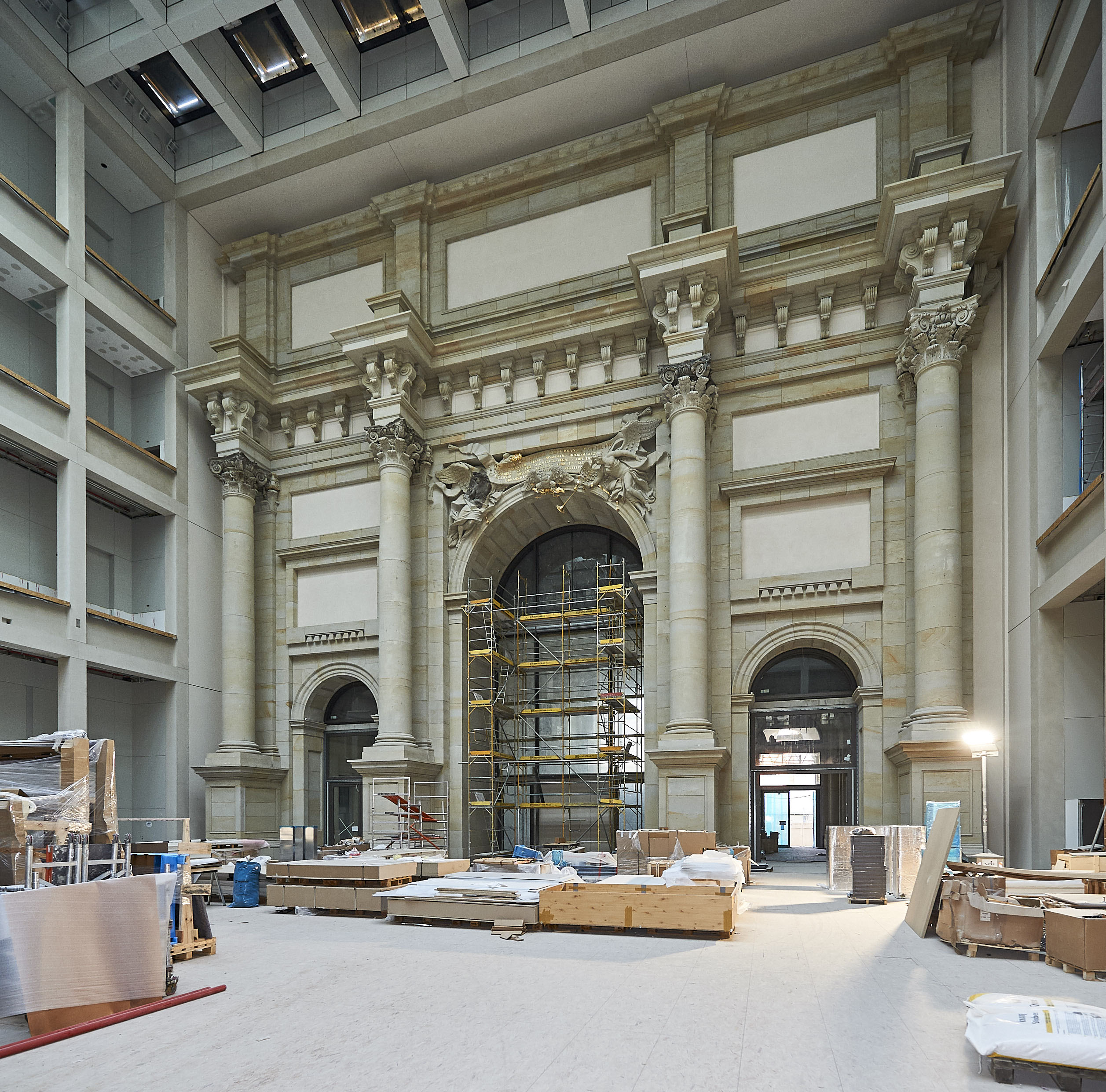Mplus-SiGeKo-Projekt_HUF_Neubau-Berliner-Schloss_Blick-ins-Foyer-mit-Eosanderportal