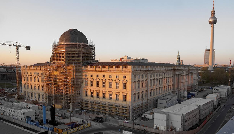 Mplus-SiGeKo-Projekt_HUF_Neubau-Berliner-Schloss_Fassade_West_Abendstimmung