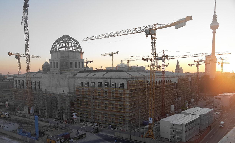Mplus-SiGeKo-Projekt_HUF_Neubau-Berliner-Schloss_Fassade_West_Sonnenaufgang
