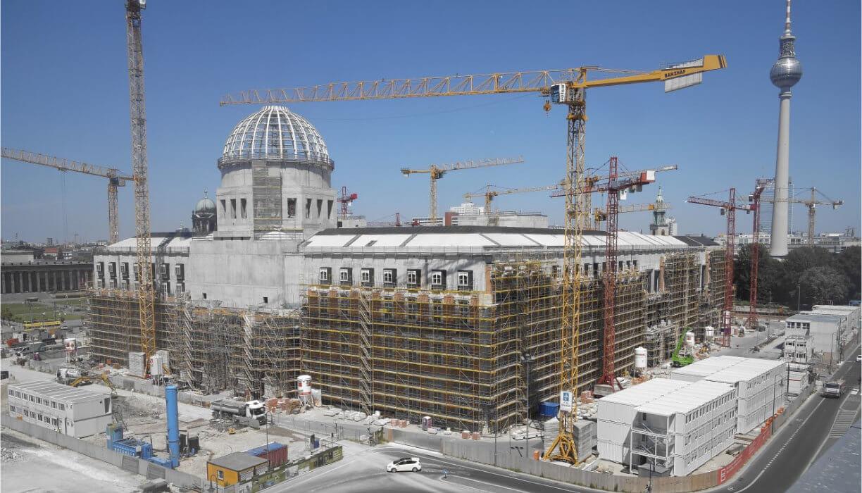 Mplus-SiGeKo-Projekt_HUF_Neubau-Berliner-Schloss_Tag_Fassade_West