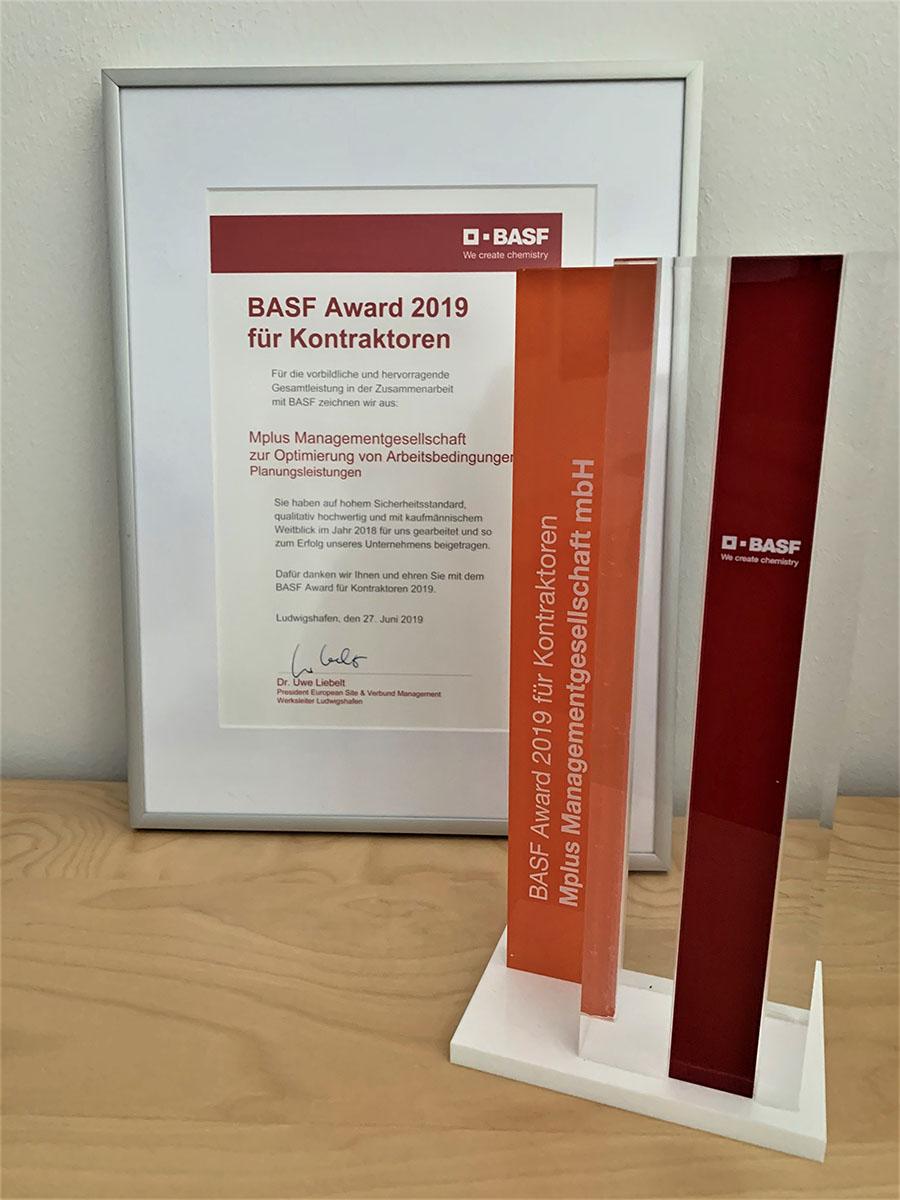 Pokal-und-Urkunde-Kontraktorenaward-2019