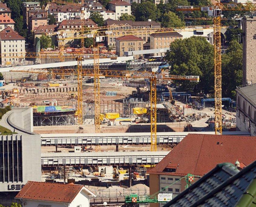 S21_PFA-1-1_Talquerung_Blick-vom-Nord-zum-Suedkopf_Blick-vom-Kriegsberg-ueber-die-neuen-unterirdischen-Gleisanlagen