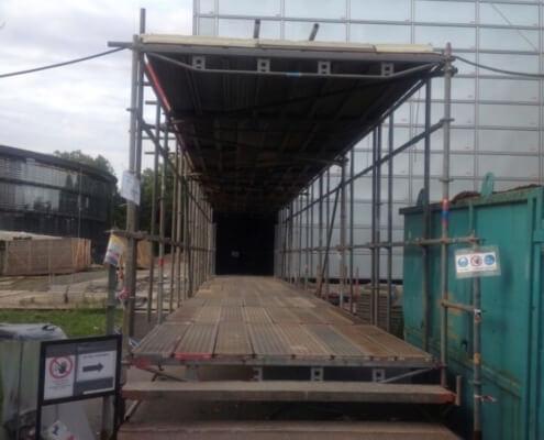 w1-bayer-hochhaus-personentunnel-zum-schutz-vor-herunterfallenden-gegenstaenden