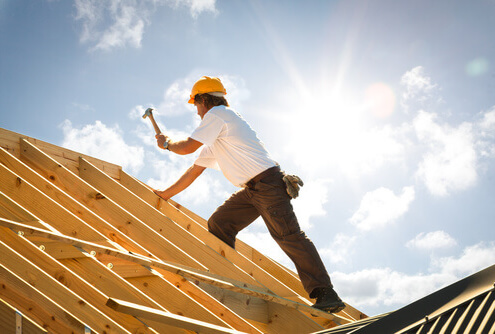 arbeiter-auf-dem-dach
