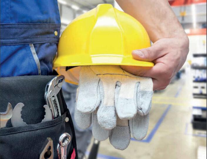 mitarbeiter-mit-psa-persoenliche-schutzausruestung