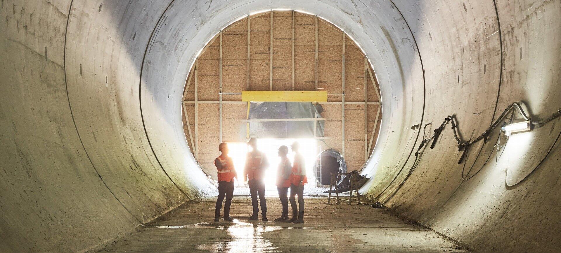 mplus-mitarbeiter-im-tunnel